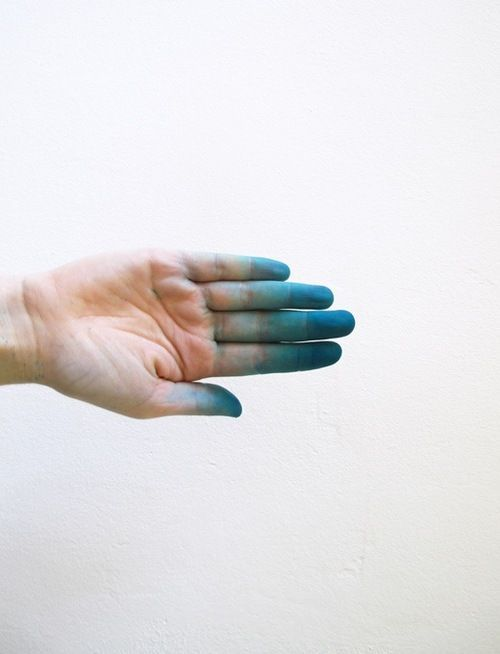 IndustrialDesigners.co   Artist Unkown - Hand and fingertips in pigments