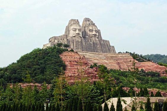 Zhengzhou Yellow River escénica Twin estatuas de los emperadores Yan y Huang