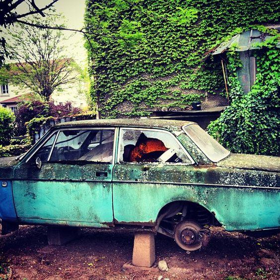 #old #car #lyon