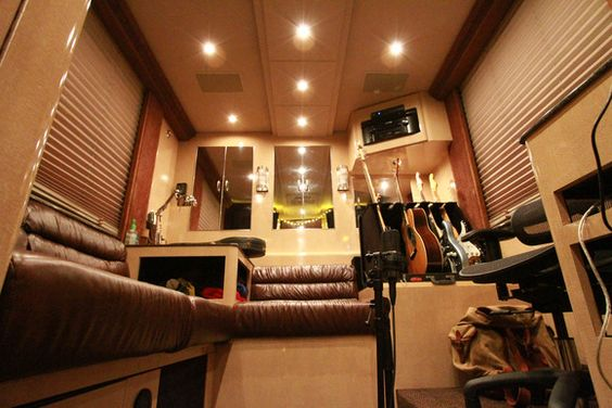 Hunter Hayes, Mariah Carey | Celebrity Motor Homes