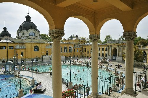 À la fois moderne et surannée, Budapest est devenue l'une des grandes destinations d'Europe. Mais, pour les Québécois, elle n'est souvent qu'une lointaine contrée. Zoom sur un secret bien gardé en six points de repère. Jó utazást ! (Bon voyage!)