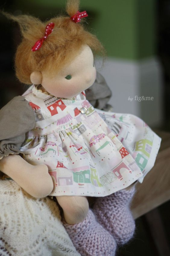 Joni in her pretty dress, by Fig&me.