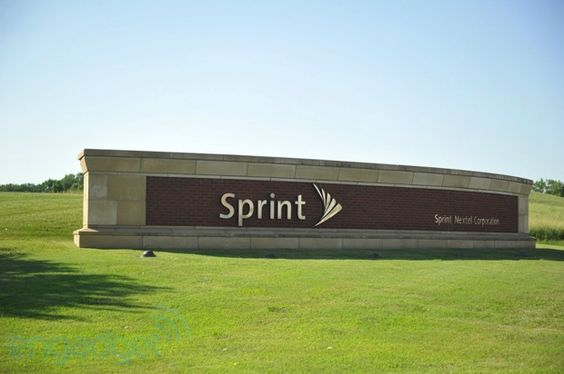 Sprint sells 2.2 million iPhones in Q4 2012 but sheds 1 million customers, $1.3 billion