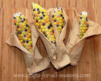 bubble wrap craft  How fun is this for Harvest or Thanksgiving?! Cover half of a paper towel roll with bubble wrap and have the children paint the bubbles like Indian corn! Wrap with paper bags.