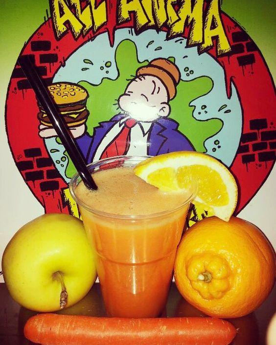 """""""All'anima del panino"""" da oggi vi propone anche delle sane e gustose CENTRIFUGHE! Provala al gusto di arancia mela e carota...un'esplosione di vitamine e gusto! Ti aspettiamo! #allanimadelpanino #rome #centrifuga #healthyfood #orange #apple #carrot #arancia #arancesiciliane #bio  #mela #carota #vitamins #fruits #italianfruits #loveit by allanimadelpanino"""