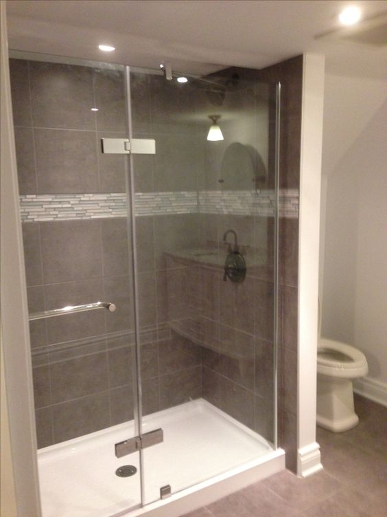 Douche vitr e avec murs en c ramique shower with glass for Salle de bain vitree