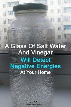 Een glas zout water en azijn detecteert negatieve energieën in uw huis