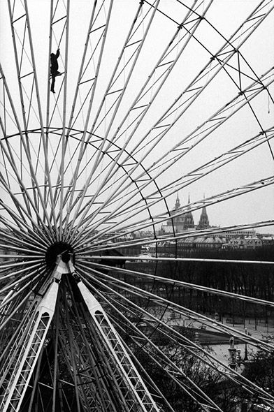 Tuileries Gardens in Paris, 1985. (Martine Franck/Magnum)