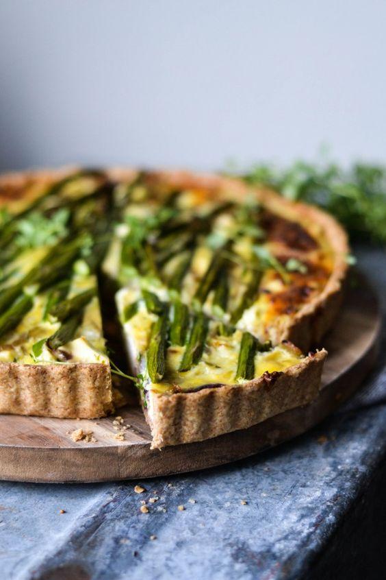 Cheesy Pie with Asparagus - A tasty love story