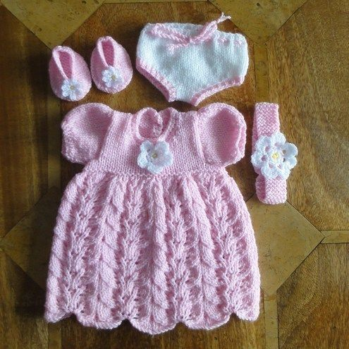 Easy Crochet Baby Afghan Free Patterns : KNITTED DOLLS CLOTHES - 16/18