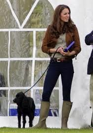 Celebrity dog walking style: Kate Middleton with black #cockerspaniel #dog  ... see the look-alike #shoes from #FamousFootwear on my board!