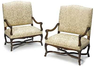Very fine pair of French, Regence style marquises: In solid, carved walnut with arched, upholstered paneled backs and seats, scroll arm supports, and cabriole legs joined by stretchers and terminating in pied de biche. 19th century.