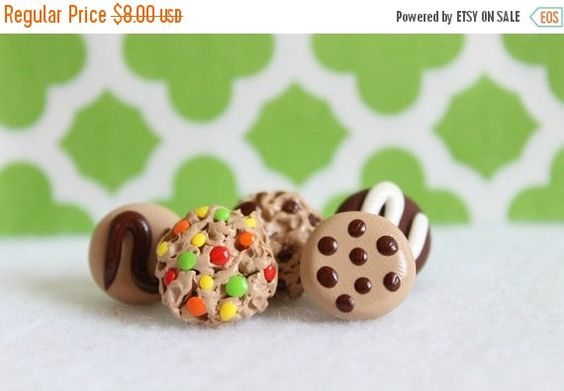 Holiday Sale Polymer Clay Cookie Pushpins Set $6.40 on etsy.com  by Emariecreations
