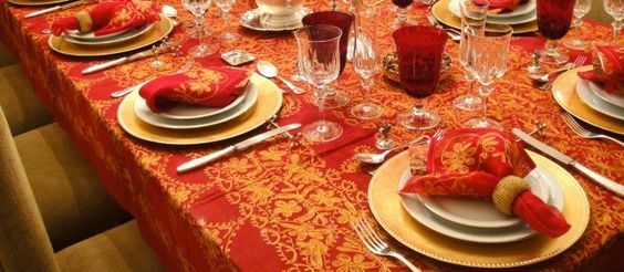 O Natal já passou mas em nosso blog ainda tem umas idéias de como decorar sua casa nessa data tão especial. Ainda temos muitas outras dicas! Acesse: http://www.bibeli.com.br/post-interna/dicas-para-decorar-a-sua-mesa-de-jantar-para-o-natal