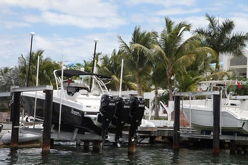 Robinson powerboat 600 HP with cap Mike St Marteen
