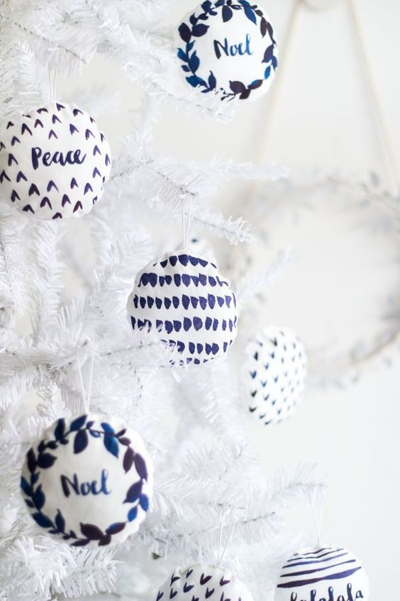 15 Do It Yourself Christmas crafts and decorations for the holiday season. Easy to make Christmas trees, cone  Christmas tree, DIY ornaments, DIY Christmas wreaths, Nordic and Scandinavian decor with Christmas garlands. Image from Fall For DIY