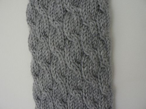 Knitting Patterns With Two Colors : cable knit scarf free pattern - she used 8 ply wool and 4.5mm knitting needle...