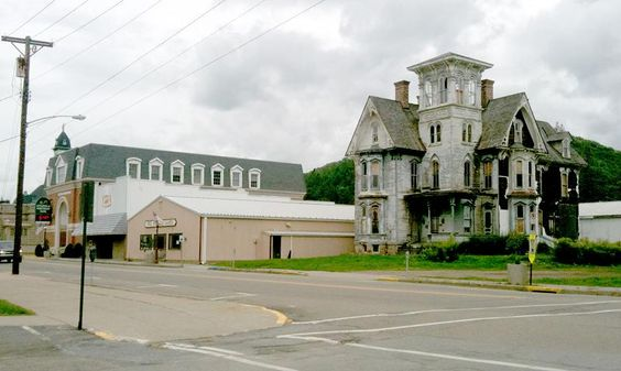 Streetscape to the north of Old Hickory (Click to Close)