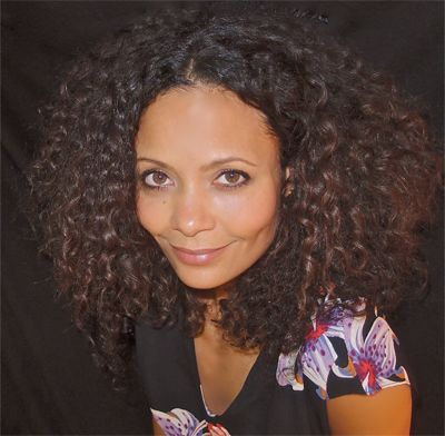 Talking to Thandie Newton's makeup artist Kay Montano about the new natural curly hair on #BBCworldupdate. Afro is in!