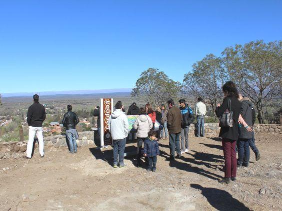 """Santa Rosa de Calamuchita tiene tres nuevos """"Paseos Turísticos"""" para visitantes. El Mirador, Antiguo Calicanto y Falla de la Sierra Chica."""