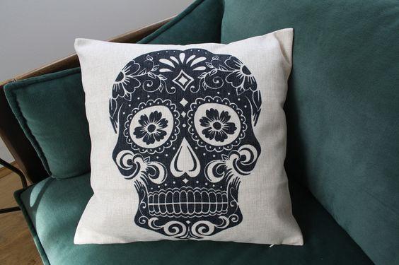 Kissenbezug ▲ Sugar Skull black ▲ 45cm x 45cm  von   ✪ Urban and Street Art Store ✪ auf DaWanda.com