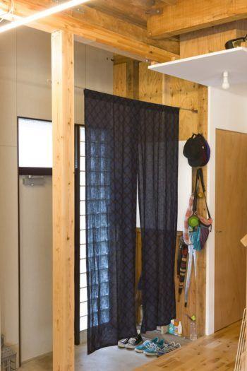 日々成長する家リビングの土間に床下収納を作る 玄関 のれん 玄関