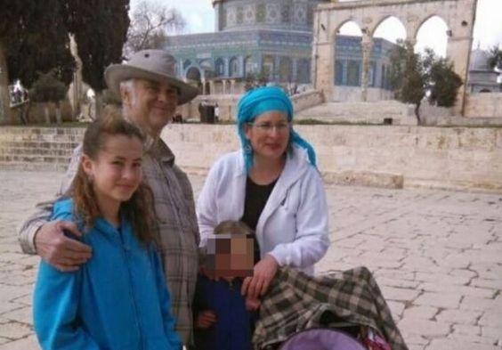 Terrorista palestino asesinó a una niña de trece años en Kiriat Arba - http://diariojudio.com/noticias/terrorista-palestino-asesino-a-una-nina-de-trece-anos-en-kiriat-arba/195996/