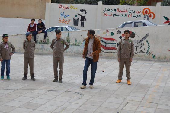 نشاطات المعلمين بتزيين المدرسة من ذاق ظلمة الجهل أدرك أن العلم نور مصطفى نور الدين
