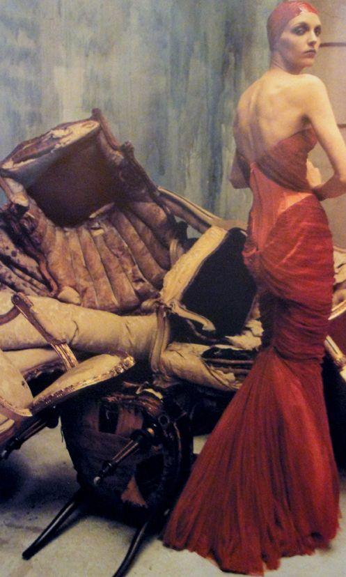 EXTREME MODE - Hannelore Knuts in Atelier Versace fotografata da Steven Meisel - Vogue Italia Marzo 2001