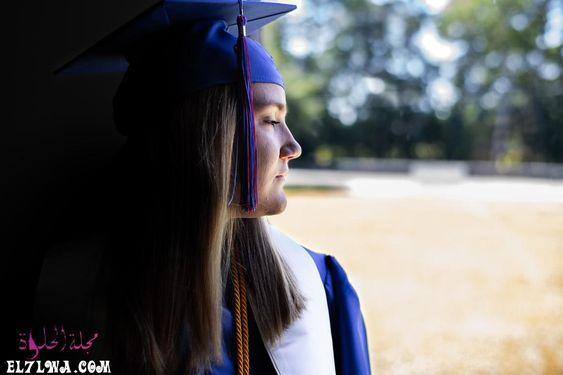 عبارات تخرج أجمل عبارات قصيرة عن التخرج يعتبر يوم التخرج من أجمل الأيام وأكثر الذكريات التي تحفر داخل العقل Short Graduation Quotes Graduation Academic Dress