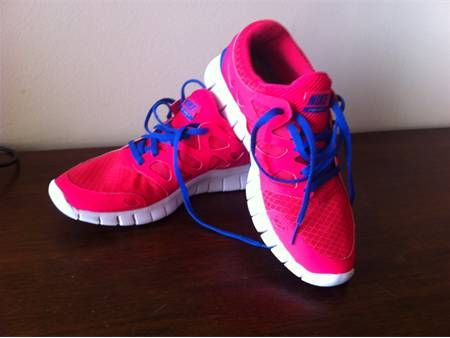 nike free run blue and pink