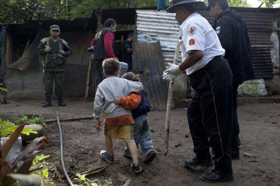 Killer massacre the parents, the child consoled his sister   ----  Massacrano i genitori, il bambino consola la sorella