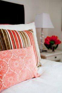 Teen bedroom in downtown townhouse. Custom cushions. Designed by Lux Decor, Pointe-Claire, Qc