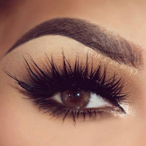 Obsessing over these long wispy lashes!
