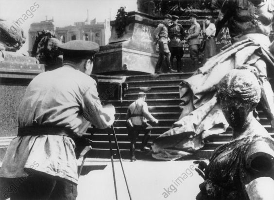 1945 Kriegsende Sowjetsold.am Nationaldenkmal