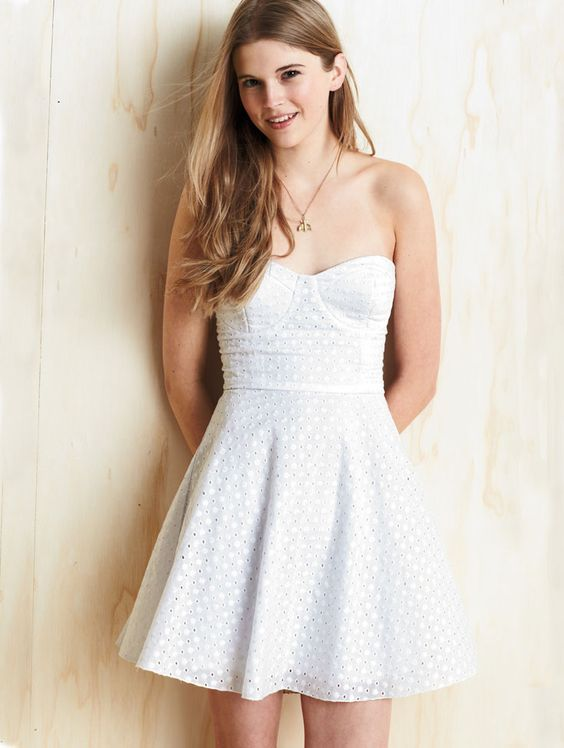 Eyelet dress- Modesty fashion and What to draw on Pinterest
