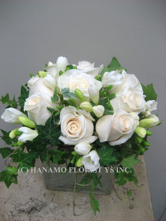 "CUBE056 10 Elegant Champagne-White Roses in 5"" Cube Vase ..........Hanomo Florist"