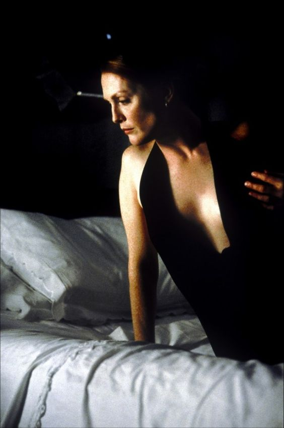 Hannibal (2001) - Julianne Moore turns Clarice Starling to a sultry character.:
