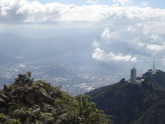 El valle de Caracas, desde el cerro El Ávila, Venezuela.