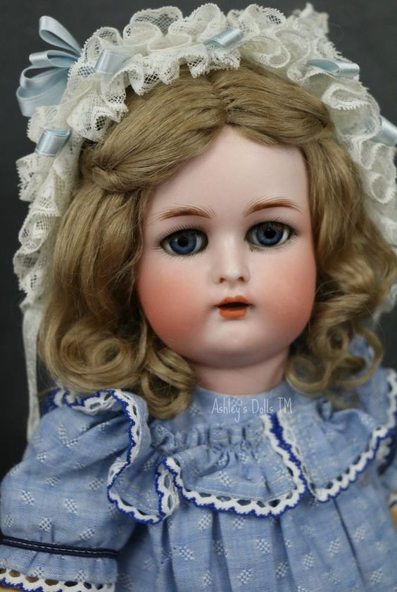 Antique Kammer and Reinhardt German Bisque Doll, 15 IN, Ball Jointed Body