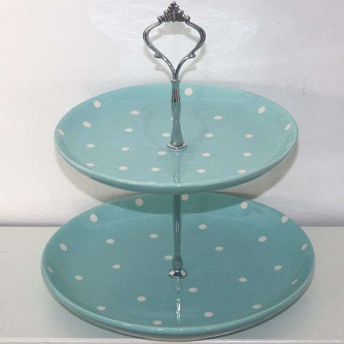 I'm in love with this colour! Though in a proper cake stand. #kimberlingray