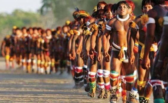Pelo menos 53 índios foram assassinados em 2013 . Dado faz parte do relatório sobre a violência contra os povos indígenas brasileiros que o Conselho Indigenista Missionário (Cimi) divulgou nesta quinta-feira _http://congressoemfoco.uol.com.br/noticias/pelo-menos-53-indios-foram-assassinados-em-2013/