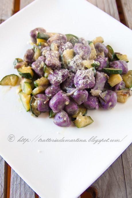 Gnocchi di patate viola alle zucchine