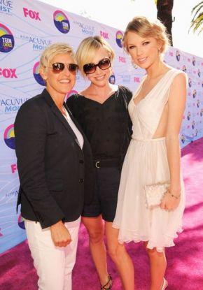 Ellen Degeneres, Portia De Rossi & Taylor Swift at the Teen Choice Awards 2012