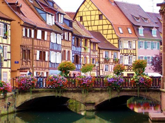 ヨーロッパのカラフルでポップな街並み