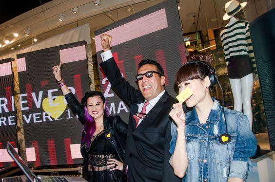 Orlando Rincón Brand Manager F21 LATAM. En plena fiesta con VJ Sixta & DJ Jumi Lee.
