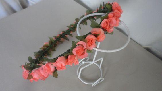 coroa feita com mini rosas, 54 cm de circunferência,