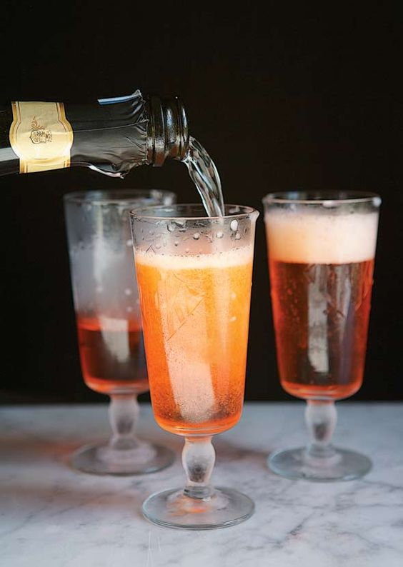 Prosecco and aperol cocktail recipe seasons 8 hours for Drinks made with prosecco