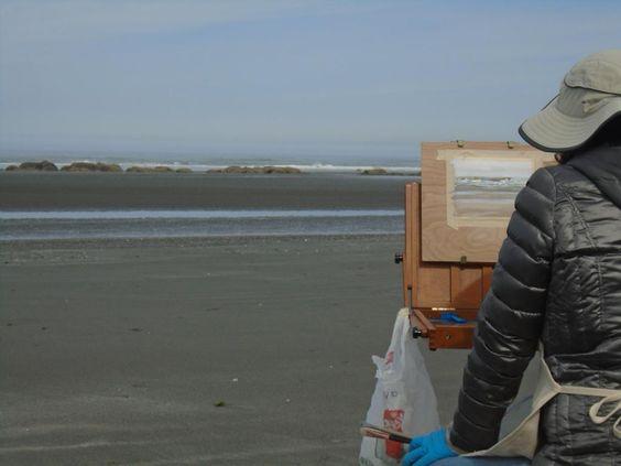 via Twitter R Schneider @rebeccahelgazoe: Malerin am Strand von La Push -- Mein Beitrag zu #ÜberWasser des @BuceriusKunst