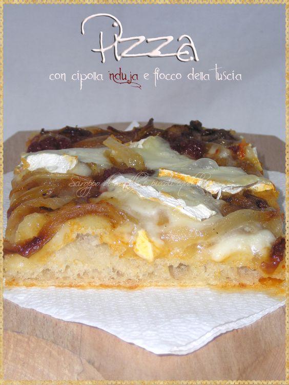 Pizza con cipolla, 'Nduja e Fiocco della Tuscia [Pizza with onion, 'Nduja and Fiocco della Tuscia. Fiocco della Tuscia is a sweet and tasty cheese, produced in Tuscia (Viterbo). It is a soft cheese with a thin rind and white reminiscent of Camembert] #Pizza